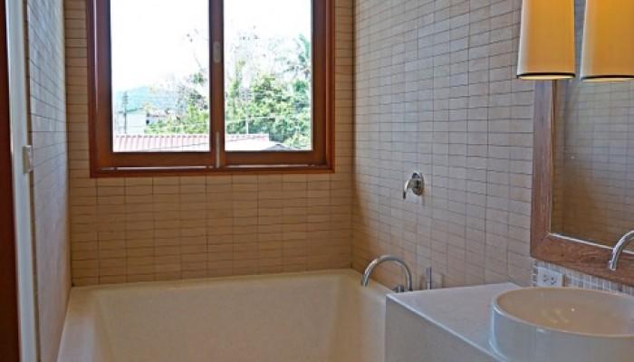 Ban Amara - Master bath tub
